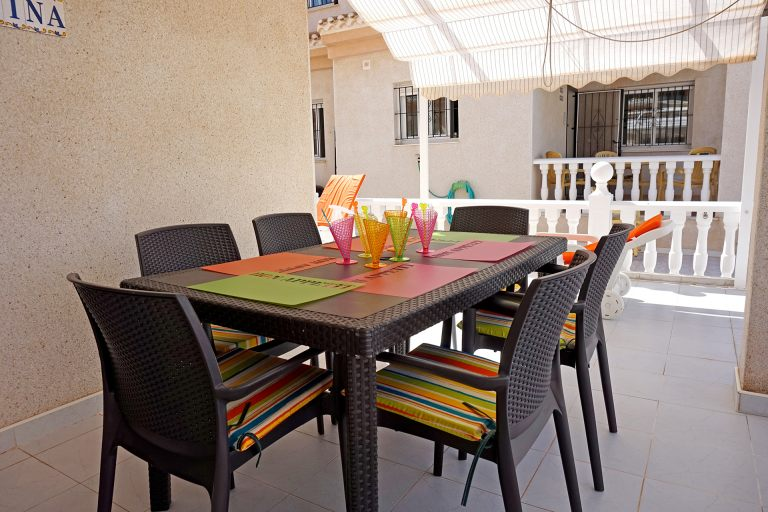 Petit déjeuner, déjeuner, dîner... a vous de choisir comment vous profiterez des commodités de la villa...